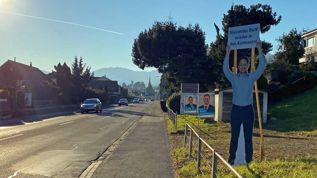 Im Rheintal lenken Wahlplakate Autofahrer ab