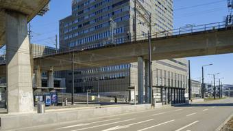 Die Zürcher Hochschule der Künste schliesst einen jungen Mann mit mutmasslich rechtsextremer Gesinnung vom Studium aus.