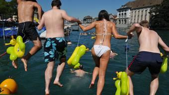 Solche Bilder wird es dieses Jahr nicht geben: Definitives Aus für das Limmatschwimmen diesen Samstag.