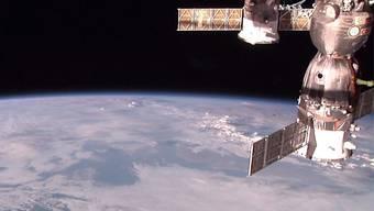 Ein Versorgungsmodel dockt an die ISS an: Auf der Raumstation sind offenbar Bakterien gefunden worden. (Archivbild)