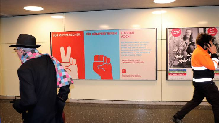 Der frühe Vogel fängt den Wurm: Das Plakat im Badener Metroshop.