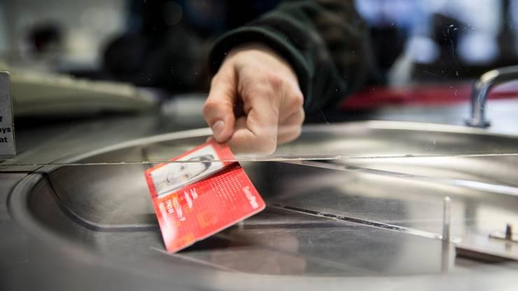 Wer am 10. Mai ein gültiges Abonnement des öffentlichen Verkehrs besitzt, erhält wegen der Coronapandemie 15 Tage geschenkt.