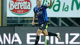 Robin Gosens lässt sich gegen Napoli als Torschütze feiern