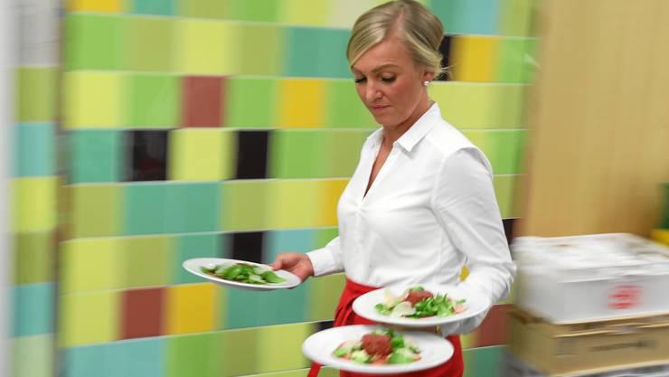 Immer mehr essen auswärts, vor allem am Morgen und am Mittag wie eine Studie des Forschungszentrums für Handelsmanagement der Universität St.Gallen zeigt.