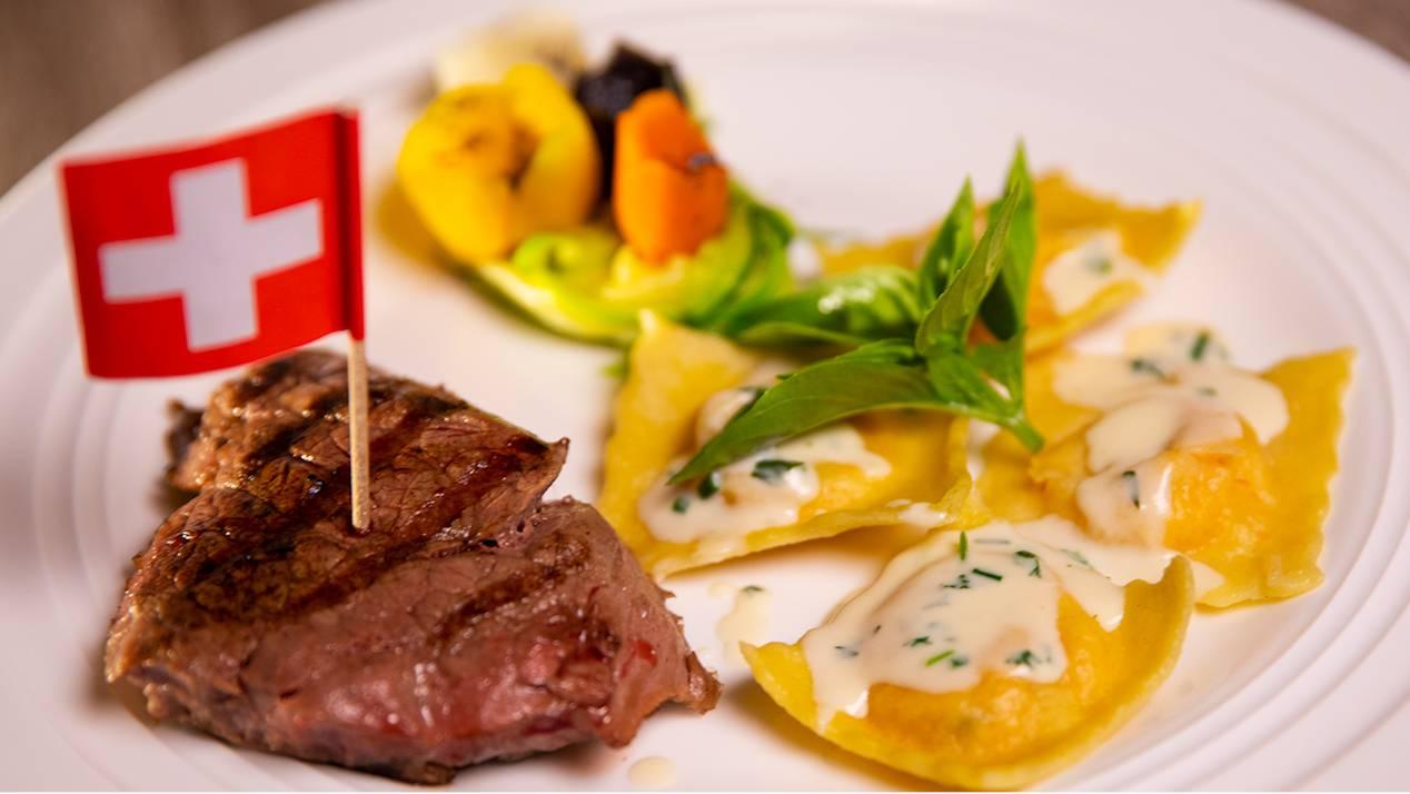 Beefsteak mit Süsskartoffel-Ravioli und Gemüse