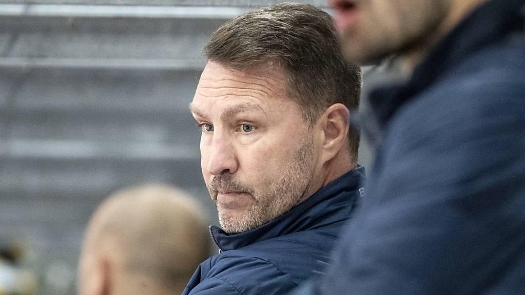 Cheftrainer Jeff Tomlinson kommt mit Kloten gegen Olten in extremis zum ersten Sieg.