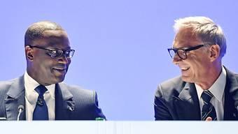 Das lachen ist ihnen inzwischen vergangen: CS-Chef Thiam und Verwaltungsratspräsident Rohner sprachen zuerst von einem «Einzelfall», doch inzwischen kam eine weitere Beschattung zum Vorschein.