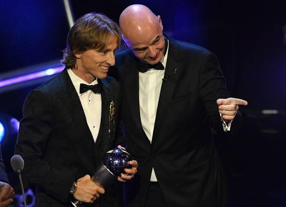 Fifa-Präsident Gianni Infantino überbringt Modric Glückwünsche