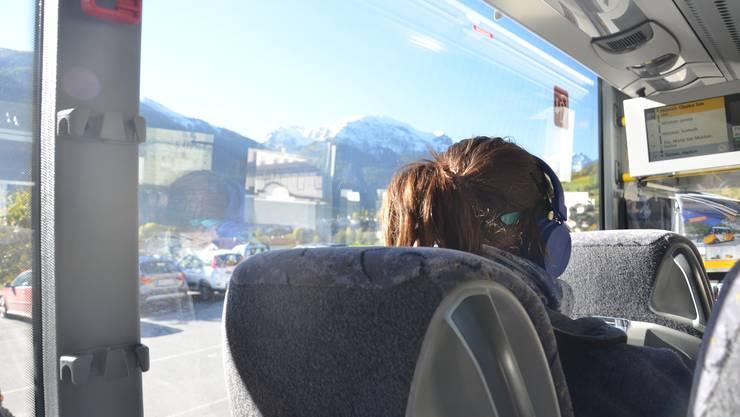 Aus dem Fenster schauen, die Fahrt geniessen