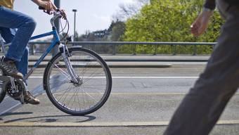 Kanton Zürich will mehr sSicherheit für Fussgänger und Velofahrter (Symbolbild)