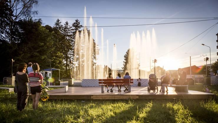 Im August 2016 wurde auf dem Stadtplatz ein Wasserspiel organisiert, das von Musik begleitet wurde. Solche Brunnen sind auch gut für das Stadtklima, wie es im Richtplanentwurf der Stadt Schlieren heisst.