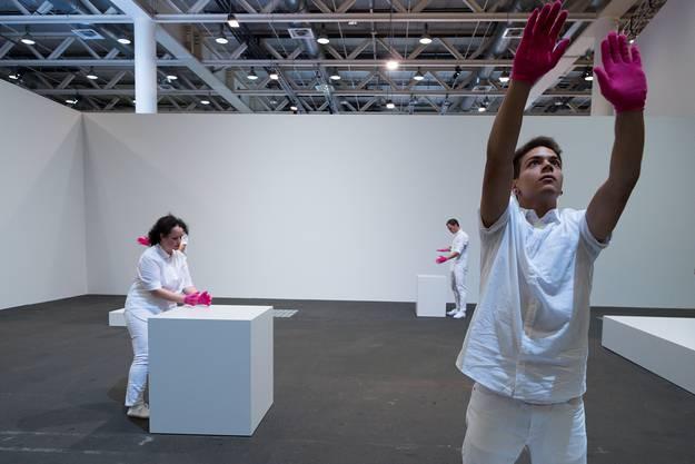 Art Unlimited: «Mimed Sculptures» von Davide Balula