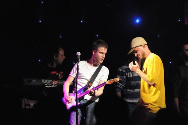 Reggae-Star Dodo und Gitarrist Matthias Urech, der an der Kantonsschule Baden unterrichtet.