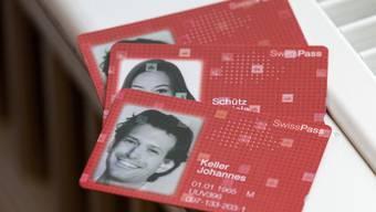 """Der """"SwissPass"""" ersetzt die GA- und Halbtax-Karten."""