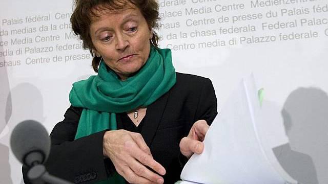 Widmer-Schlumpf erklärt das Vorgehen des Bundesrates in Bern