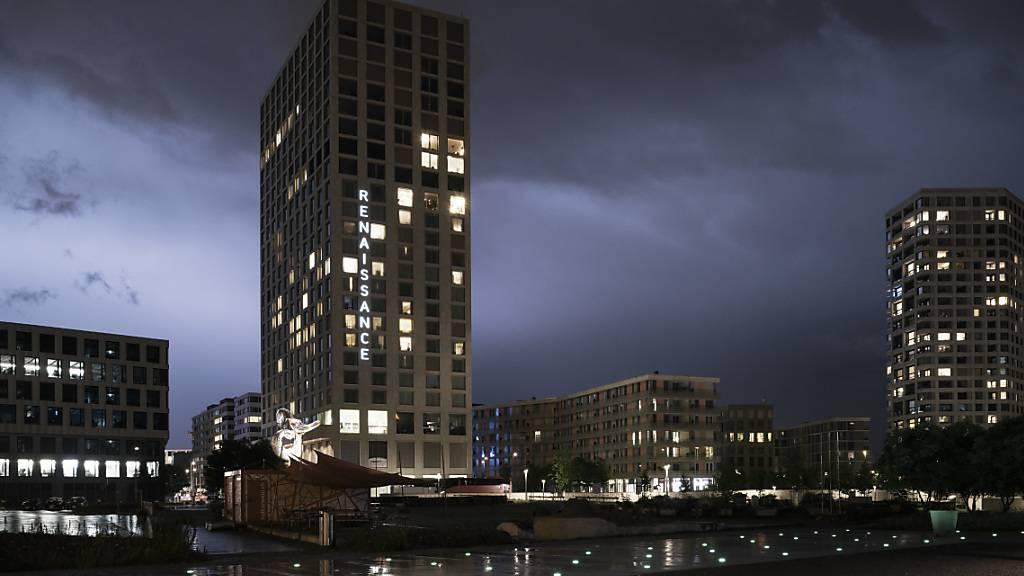 Der Mobimo Tower (links) in Zürich: Das Luzerner Immobilienunternehmen ist bislang gut durch die Krise gekommen. (Archivaufnahme)