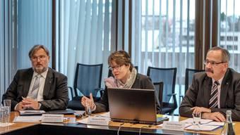 CEO Marianne Wildi und Verwaltungsratspräsident Gerhard Hanhart erläuternden Jahresabschluss 2015 der Hypothekarbank Lenzburg. Mario Heller