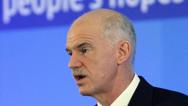 Er hofft, die Ratingagentur zweifelt: Der griechische Premier Papandreou
