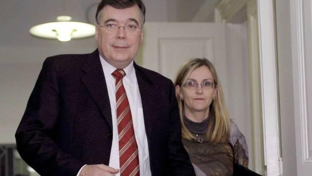 Islands Ex-Premier Geir Haarde beim Gang vor Gericht