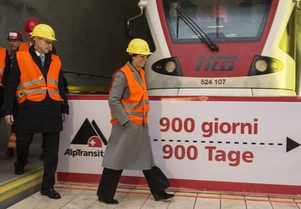 SBB-CEO Andreas Meyer und Bundesrätin Doris Leuthard vor dem Testzug.