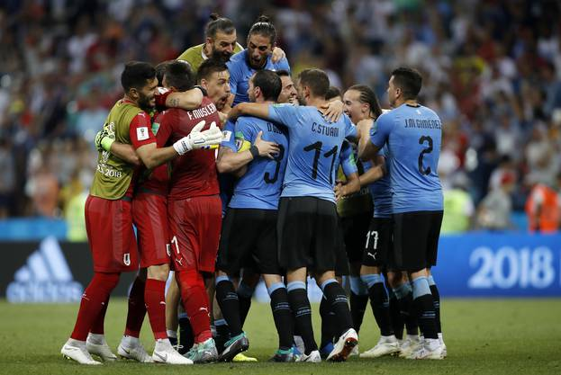 Uruguay hält das WM-Fähnlein der Südamerikaner hoch.