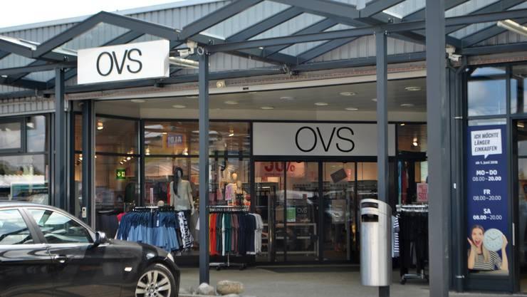 Mit der Schliessung der OVS-Filiale in Frick werden sieben Angestellte ihren Arbeitsplatz verlieren. (Archiv)