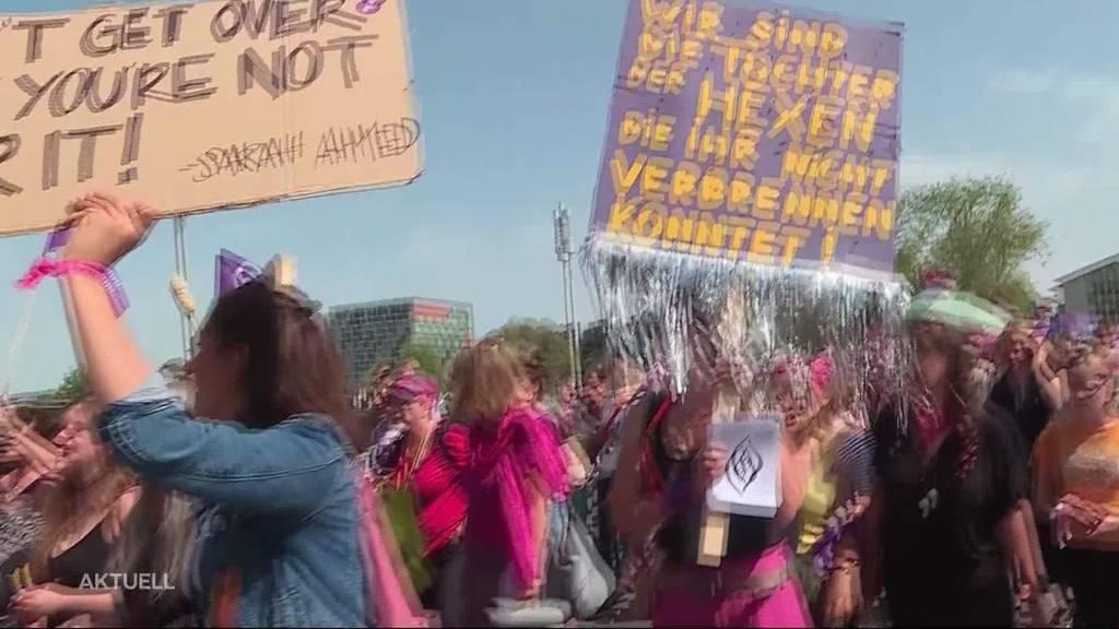 """Frauenstreik Solothurn: """"Ich mache das für meine Tochter"""""""