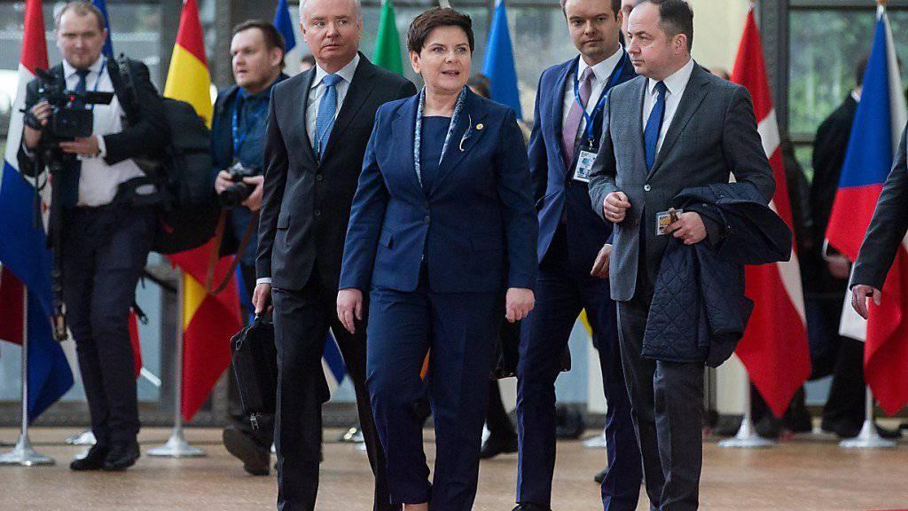 Die polnische Ministerpräsidentin Beata Szydlo will sämtliche EU-Gipfelbeschlüsse blockieren. Grund dafür ist die Wiederwahl von Donald Tusk als EU-Ratspräsidenten am Donnerstag in Brüssel.