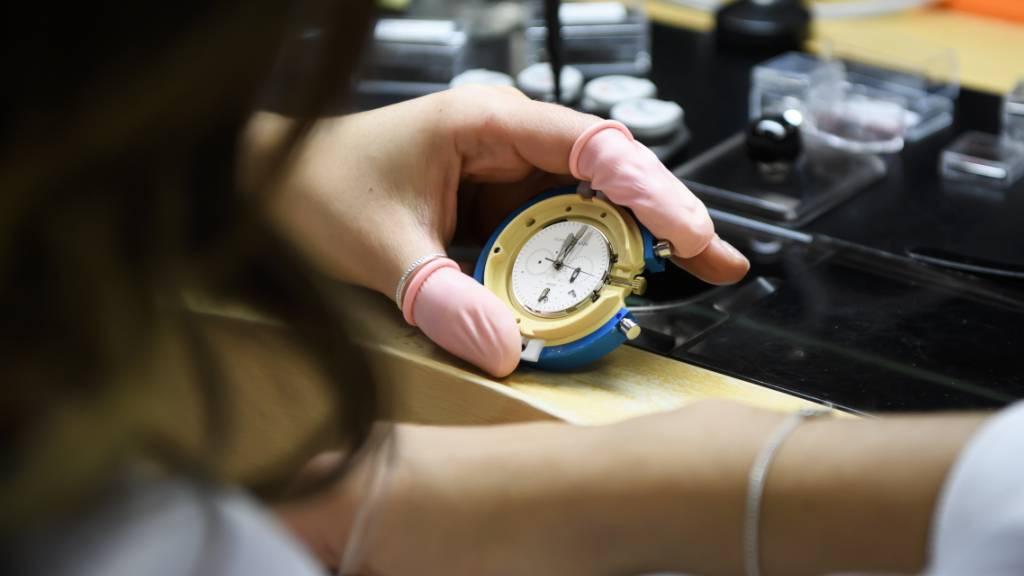 Uhrenexporte sinken im Dezember nur noch um 2,5 Prozent