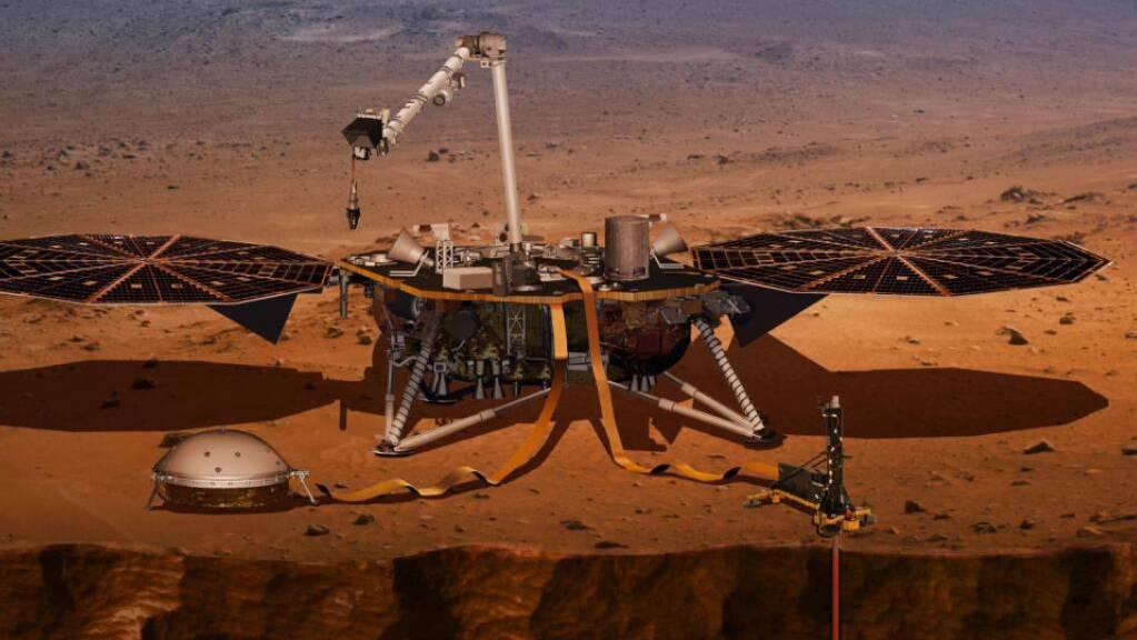 Die Nasa-Sonde InSight auf der Marsoberfläche. Der Bohrer im Bild rechts hat nun endgültig versagt, weil die Bodenbeschaffenheit problematischer ist als angenommen. (Pressebild DLR)