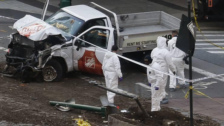 Auf seiner Fahrt tötete der Attentäter acht Menschen: Das Fahrzeug kam erst zum Stillstand, als es mit einem Schulbus kollidierte.