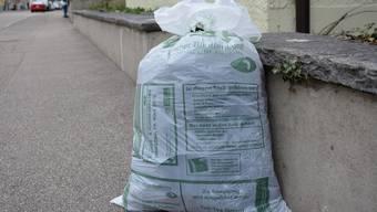 Am Dienstag sammelt die Safenwiler Firma Tell-Tex im Niederamt die Kleidersäcke ein.