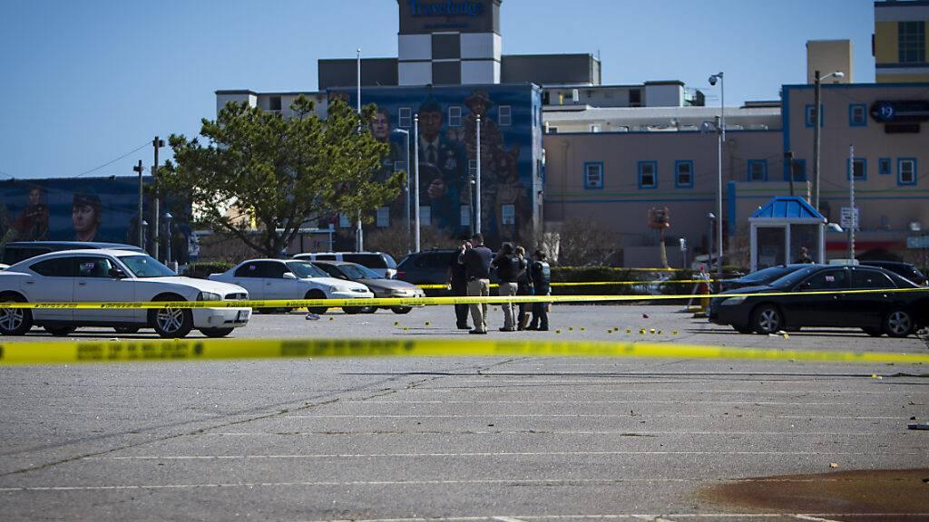 Der Tatort in Virginia Beach wurde von der Polizei abgesperrt. Foto: John C. Clark/FR171764 AP/dpa