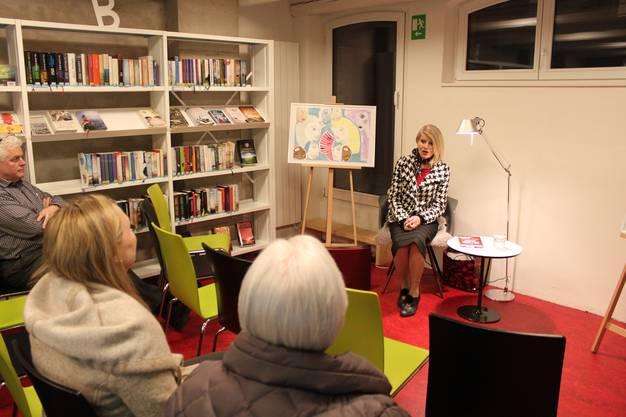 Maria Bianca Bischoff liest in der Bibliothek Aesch