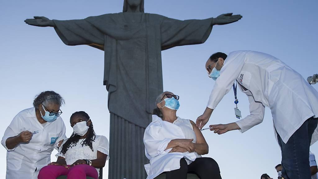 Brasilien startet landesweite Corona-Impfkampgne