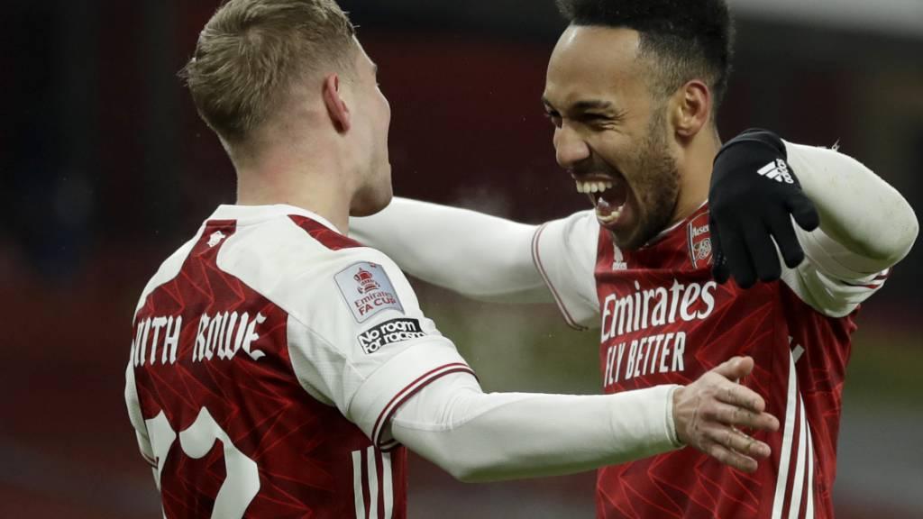 Der Jubel der beiden Arsenal-Torschützen: Pierre-Emerick Aubameyang (rechts) und Emile Smith Row