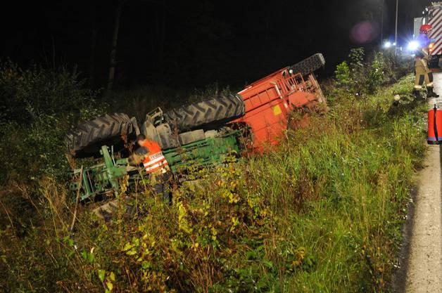 Der Fahrer des Traktors blieb unverletzt, die Höhe des Sachschadens kann noch nicht beziffert werden.