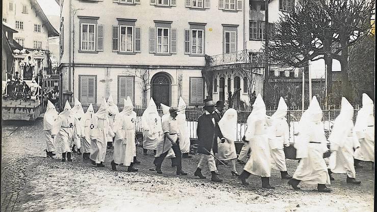 An der Schwyzer Fasnacht 1927 sorgte eine Ku-Klux-Klan-Gruppe offenbar noch nicht für einen Aufschrei.