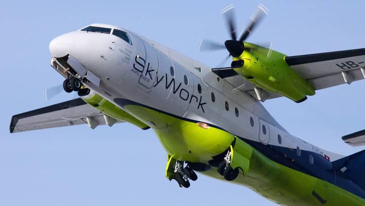 Fairchild Dornier 328: ein schnelles Flugzeug, aber etwas klein. Die Flotte muss durch 50-plätzige Saab 2000 ergänzt werden.