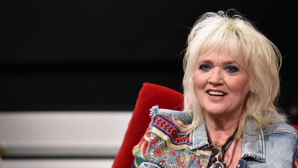 Die deutsche Schauspielerin, Autorin und Komikerin Gaby Köster will ein eigenes Reisemagazin im Sinn von «Mit dem Rolli um die Welt». Seit einem Schlaganfall 2008 sitzt sie im Rollstuhl.