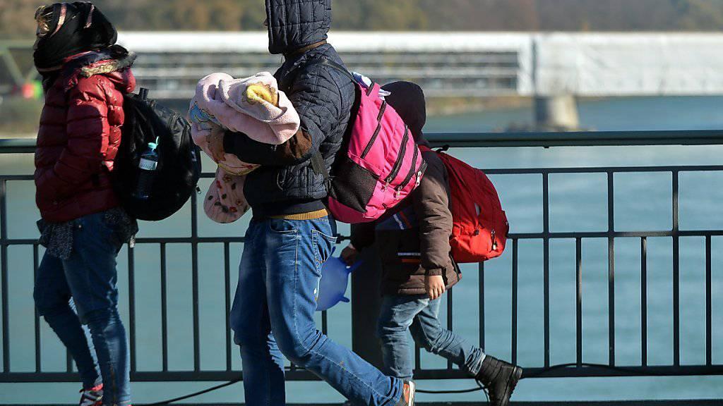 Der Chef einer Schlepperbande wurde verurteilt, weil er Flüchtlinge über die Schweiz von Italien nach Deutschland geschleust hatte. (Symbolbild)