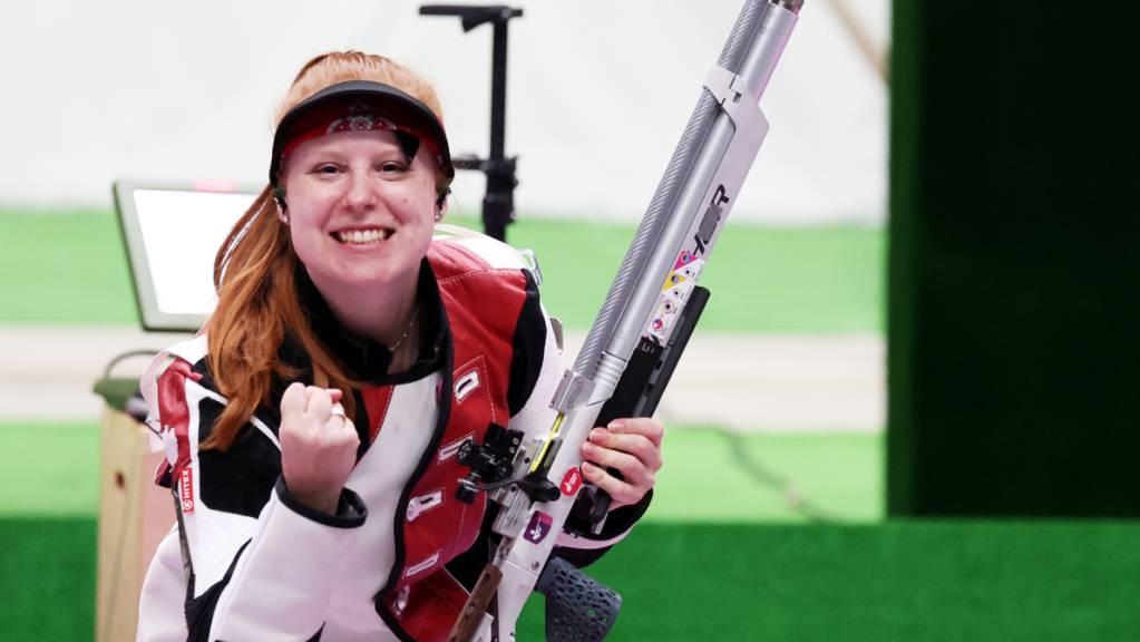Gewehrschützin Nina Christen jubelt über Bronze: Die Nidwaldnerin verblüfft am ersten Olympia-Tag mit Rang 3 im Luftgewehr 10 m