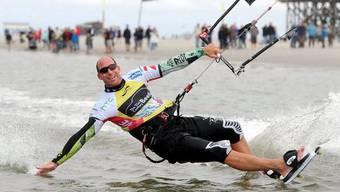 Kitesurfing könnte bald auch in der Schweiz Wirklichkeit werden (Archiv)
