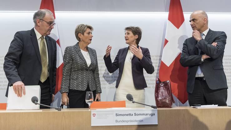 Am 16. März hat der Bundesrat die ausserordentliche Lage ausgerufen. Sie dauert bis zum 19. April - womöglich aber länger. Von links: Guy Parmelin, Simonetta Sommaruga, Karin Keller-Sutter und Alain Berset.