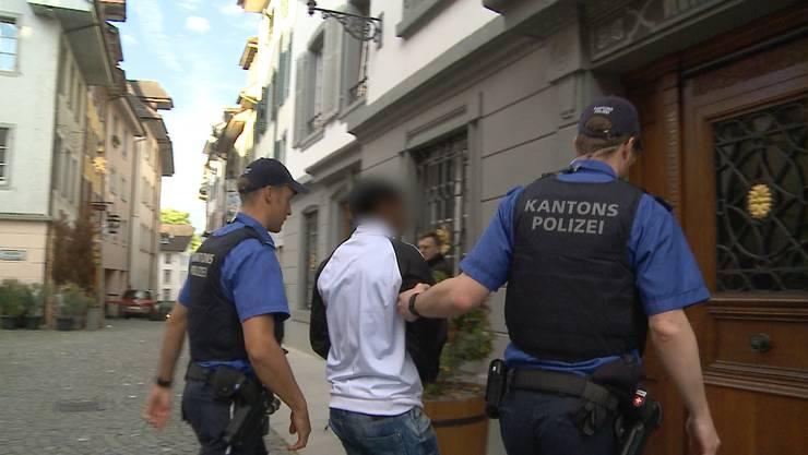 Im vergangenen September versuchte der Eritreer sich an einer gleichaltrigen Schweizerin sexuell zu befriedigen.