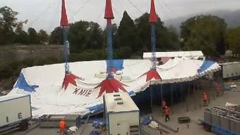 Der Aufbau des Zeltes vom Zirkus Knie in Solothurn im Zeitraffer