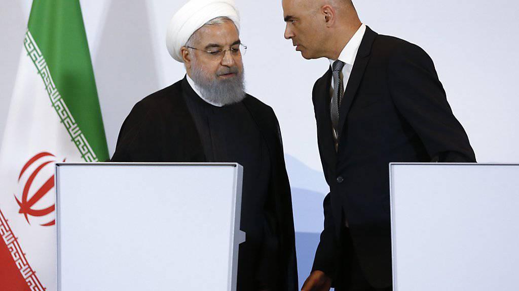 Der Schweizer Präsident Alain Berset (rechts) sprach die Menschenrechtslage und eine Zwei-Staaten-Lösung in Nahost während des Staatsbesuches von Irans Präsident Hassan Ruhani (links) in der Schweiz offen an.