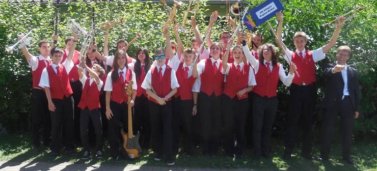 Die Jungmusikantinnen und Jungmusikanten freuen sich über ihr tolles Resultat