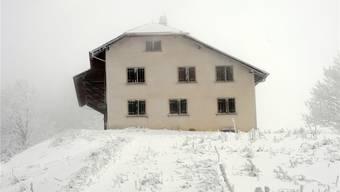 Der verlassene Bauernhof auf dem Bettlachstock soll bald verschwinden. Hansjörg Sahli/Archiv