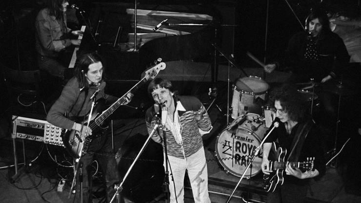 Polo Hofer wurde mit der Mundart-Rockband Rumpelstilz berühmt. Hier 1975 an einem Konzert.